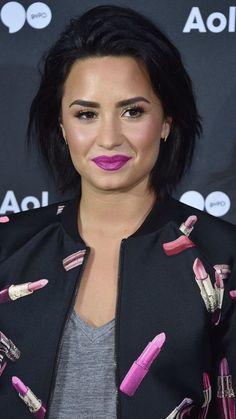 More Pics of Demi Lovato Bob Demi Lovato Short Hair, Aurora Hair, Demi Love, Chic Hairstyles, Short Wedding Hair, Berry, Hair Goals, My Hair, Short Hair Styles