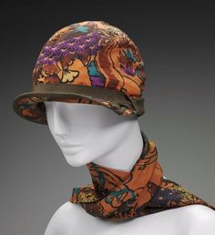 Be still my beating heart! From the Boston Museum of Fine Arts, circa matching printed silk cloche hat and silk fringed scarf set. Printed with modernist pattern of stylized landscape in orange, blue, purple, and brown. 1920s Outfits, Vintage Outfits, Vintage Fashion, Vintage Hats, Fashion 1920s, Fashion Hats, Fashion Black, Fashion Ideas, Flapper Hat