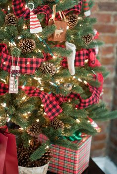 """Tartan Trimmed Christmas Tree - would be cute for one of the """"mini"""" trees."""