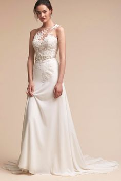 White bride dresses. All brides want to find themselves having the most suitable wedding ceremony, however for this they require the best bridal dress, with the bridesmaid's outfits complimenting the brides dress. The following are a number of suggestions on wedding dresses.