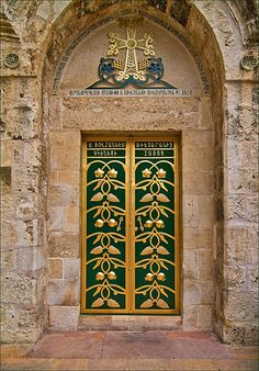 Old Jerusalem  [Thanks to Simone Mouwers for this one. She originally (mistakenly) pinned it to my less specific board called Doors & More - Locations Unknown.]