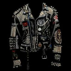 Como estaaa.. Punk Fashion, Urban Fashion, Biker Costume, Custom Leather Jackets, Punk Patches, Punk Jackets, Battle Jacket, Jean Vest, Skinhead