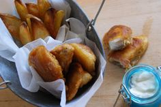 fish&chips Fish And Chips, Pretzel Bites, Bread, Food, Breads, Baking, Meals, Yemek, Sandwich Loaf