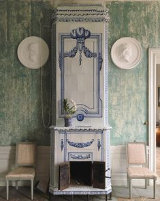 Visited Ljungs slott today with my personal wigmaster @enokander. I must say Im not dissapointed with the tiled stoves at all. They are absolutely magnificent, as everything else is in a swedish country estate house.