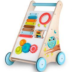 Este bonito andador Cri Cri activity trolley de Eurekakids está hecho de madera y tiene un montón de actividades extra para que los niños aprendan y se diviertan. Un xilófono con 2 baquetas, un juego de bolitas, un pequeño tambor y unas ruedas dentadas de colores muy llamativas.