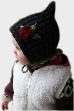 Isn't this free hat pattern adorable! It reminds me of the patterns I have collected from the 1940s.
