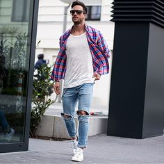 Simple and casual style for men.