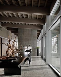 Located above meandering river and surrounded by a harsh natural environment, the River House by Suyama Peterson Deguchi was envisioned as a serene getaway. Dream Home Design, House Design, Interior Design Sketches, Live Edge Table, River House, Modern House Plans, Simple House, Interiores Design, Rocky Mountains