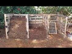 If you have a backyard garden then you could probably use tons of compost to fill up your beds and supercharge your plants. Here is how to make great compost. Free Pallets, Old Pallets, Pallets Garden, Compost Soil, Garden Compost, Pallet Compost Bins, How To Make Compost, Making Compost, Faire Son Compost