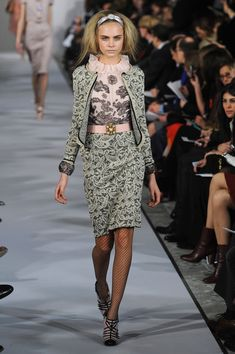 Oscar de la Renta Fall 2012. This look gets a TDF from me. It's just perfect, head to toe. (To die for)