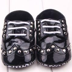 Encontre mais Primeiros Caminhantes Informações sobre Crianças Kid do Punk rebite Pu sapatos de bebê de couro menino recém nascido da menina brilhante Crib Shoes LY7, de alta qualidade sapato fedor, para engraxar os sapatos China Fornecedores, Barato aderência sapato de Froomer Show em Aliexpress.com