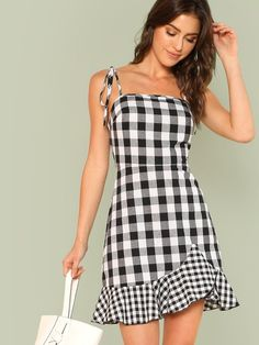 To find out about the Asymmetrical Ruffle Hem Gingham Tied Cami Dress at SHEIN, part of our latest Dresses ready to shop online today! Casual Summer Dresses, Trendy Dresses, Cute Dresses, Fashion Dresses, 50 Fashion, Dress Casual, Fall Dresses, Vintage Dress Patterns, Sewing Patterns