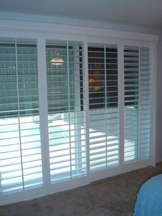 Ideas for sliding glass door window treatments bedroom sliders Sliding Glass Door Shutters, Sliding Glass Door Blinds, Best Sliding Glass Doors, Sliding Door Blinds, Window Treatments Living Room, Sliding Glass Door Coverings, Sliding Glass Door Curtains, Sliding Glass Door Window Treatments, Door Coverings