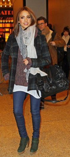 Jessica Alba rushes out of a Midtown building in NYC