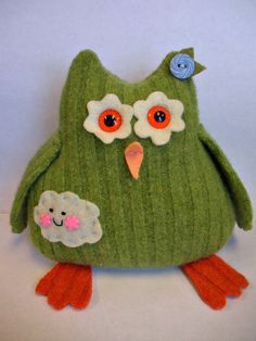 Owl made from an up-cycled wool sweater - pic for inspiration Owl Crafts, Fall Crafts For Kids, Thanksgiving Crafts, Fabric Crafts, Sewing Crafts, First Sewing Projects, Recycled Sweaters, Owl Patterns, Cute Owl