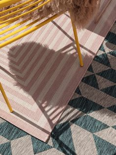 Covoare moderne pentru interior-exterior | Colectia Cleo #covoare #covoaremoderne #covoareexterior #covoareonline Rose Art, Outdoor Rugs, Living Spaces, Flooring, Interior, Bonn, Pink Art, Transitional Outdoor Rugs, Indoor