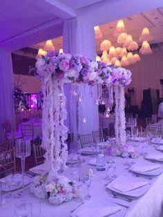 Asi quedaron mis arreglos de la boda - centro de mesa espectacular /blanco y lila / flores y velas colgantes / romantico y moderno / lighting / table center / flowers and candles / my wedding