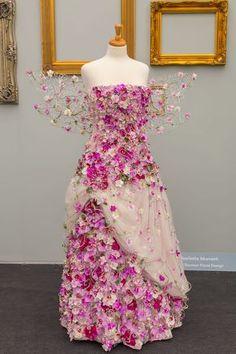 Orchid dress: Finding Inspiration at Chelsea Flower Show Chelsea Flower Show, Fleur Design, Fairy Dress, Fantasy Dress, Arte Floral, Floral Fashion, Flower Dresses, Rose Dress, Costume Design