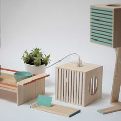 BEC-Cube-Table-Lamp