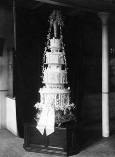"The Wedding Cake of Lady Elizabeth Bowes-Lyon and Prince Albert The Future George VI and the Future ""Queen Mum"" Princesa Anne, Princesa Beatrice, Princesa Margaret, Helen Rose, Nicky Hilton, Royal Brides, Royal Weddings, Country Weddings, Vintage Weddings"