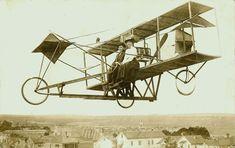 just a sunday afternoon flight Vintage Photographs, Vintage Photos, Hermanos Wright, Aeropostale, Aeroplane Flying, Aviation Engineering, Steampunk Illustration, Airplane Art, Aviation Industry