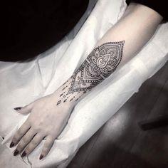 Mandala Wrist Tattoo, Wrist Tattoos, Tattos, Henna, Tatoo Floral, Nouveau Tattoo, Finger Hands, Strong Girls, Tattoo Inspiration