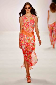 Lively, bright and radiantly beautiful: our MIAMI VICE collection serves up a sparkling style cocktail for high spirits in summer. Miami Vice, Ss 2017, Mercedes Benz, Spring Summer, Style Inspiration, Womens Fashion, Tango, Outfits, Beautiful