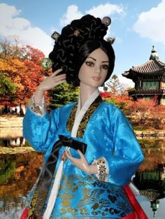 About Mihwa: I mixed the hairdressing of gisaeng with the dress of the royal court