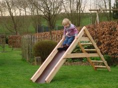 Pallets can also be used to make a toboggan for your kids ! Good idea sent by Jean-Christophe Witmeur #Pallets, #Toboggan