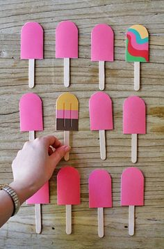 DIY: matching popsicle game for preschoolers