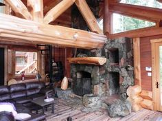 Lakeside Log Cabin In The Woods
