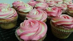This has been the buttercream icing recipe I have been using in my Kitchenaid ever since my start of cake decorating. This is easy to pipe, . Vanilla Buttercream Icing, Piping Frosting, Thermomix Bread, Thermomix Desserts, Sweet Recipes, Cake Recipes, Bellini Recipe, Josephine, Savoury Baking