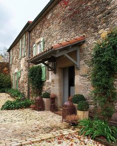 Stone House With History In Spain. Fashion designer Jorge Vazquez's 300 year old house located in Galicia, Spain Spanish Mansion, Spanish Style Homes, Spanish House, Spanish Tile, Style At Home, L'architecture Espagnole, Stone Facade, Stone Exterior, Spanish Architecture
