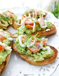 Crostini z guacamole i wędzonym łososiem Guacamole, Fruit Recipes, Healthy Recipes, Delicious Recipes, Healthy Cooking, Cooking Recipes, Salmon Breakfast, Crostini, Dips