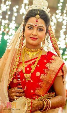 4 Bengali Bridal Sarees Sweeter Than Mishti Doi! Bengali Bridal Makeup, Bridal Makeup Looks, Bridal Beauty, Bengali Bride, Bengali Wedding, Wedding Bride, Dream Wedding, Bridal Poses, Bridal Portraits