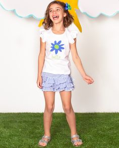 An extra adorable daisy flower appliqué tee for all her summer adventures! Matches perfectly with our ruffle seersucker Callie shorts!
