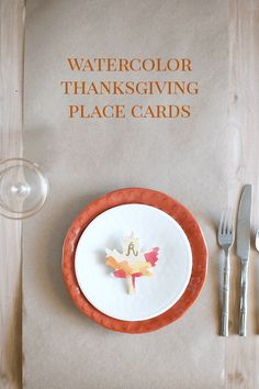 Last-Minute DIY Thanksgiving Place Cards - Fall Watercolor Painted on Wooden Leaves #holiday #decorations