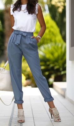 29 Pegged Pants Outfits that are Jawdroppingly Cheap – Work Fashion Fashion Mode, Work Fashion, Modest Fashion, Trendy Fashion, Fashion Outfits, Fashion Spring, Womens Fashion, Dress Fashion, Fashion Clothes