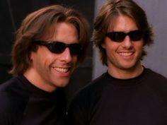 Actores posando con sus dobles de riesgo [30 fotos]