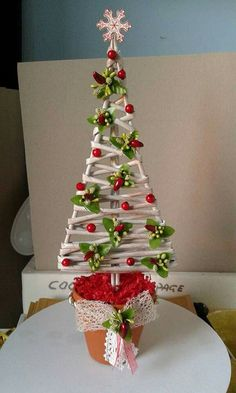Christmas Holiday paper mache Cone Yarn Trees with berry, h Christmas Advent Wreath, Christmas Wood Crafts, Homemade Christmas, Rustic Christmas, Christmas Art, Christmas Projects, Christmas Holidays, Christmas Decorations, Alternative Christmas Tree