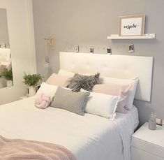 Gray Bedroom Ideas from super glamor to ultra modern – # wall design - Schlafzimmer Cute Room Decor, Room Decor Bedroom, Home Bedroom, Bedroom Ideas, Wall Decor, Bedroom Lighting, Budget Bedroom, Bedroom Inspo, Bedroom Apartment