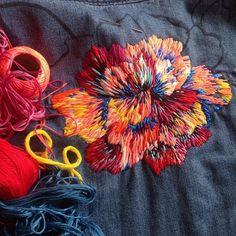 Avanzandooo..lento...pero avanzando @gapchile #floral #embroidery #embroidereddenim #bordado #camisabordada #denim #thread #flor #gap