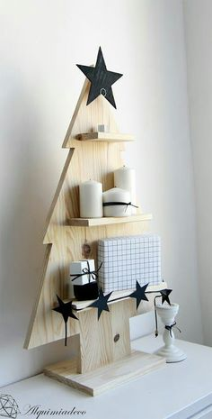 30 Eye - Catching DIY Christmas Decorations and Crafts * remajacantik Make your home warm and happy and it's time to do last Christmas decorations and fell holiday spirit. As the music stations start switching -CatchingChristmasCraftsIdeas Wooden Christmas Trees, Christmas Mood, Xmas Tree, Christmas Ornaments, Farmhouse Christmas Decor, Rustic Christmas, Xmas Crafts, Christmas Projects, Xmas Decorations