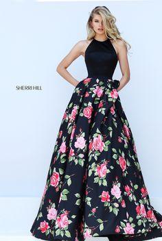 El vestido es muy muy elegante y bonita! Este vestido son largo. Este vestido es negro, verde, y rosado. El vestido es muy formal y pienso llevar este vestido para un baile formal.
