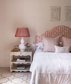 How lovely is this pretty bedroom by 💕 The table lamps are available to buy from - please DM or email… Bedroom Organization Diy, Diy Bedroom Decor, Home Decor, Bedroom Ideas, Bedroom Signs, Decorating Bedrooms, Pretty Bedroom, Guest Bedrooms, Master Bedrooms