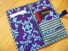 Travel In Style Passport Pouch trousse de voyage porte passeport Easy Sewing Projects, Sewing Hacks, Sewing Tutorials, Sewing Crafts, Sewing Diy, Wallet Sewing Pattern, Sewing Patterns Free, Free Sewing, Diy Pochette