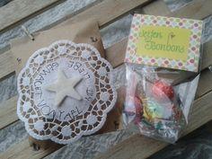 Tanuk: Seifenkugeln aus Knetseife formen, wie ein Bonbon verpacken, in Tüte stecken und Etikette beschriften.