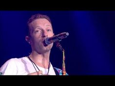 Coldplay's Chris Martin paid an emotional tribute to tragic band Viola Beach by…