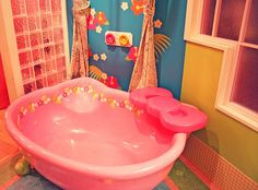 Hello Kitty bathtub