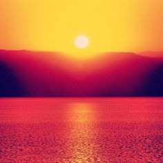 Beautiful sunset at the Dead Sea. One of the most amazing areas for sunsets on Earth. (via. @visitjordan)